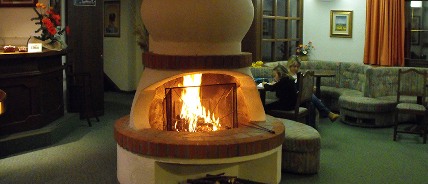 italy_bardonecchia_hotel_larici_open_fire.jpg